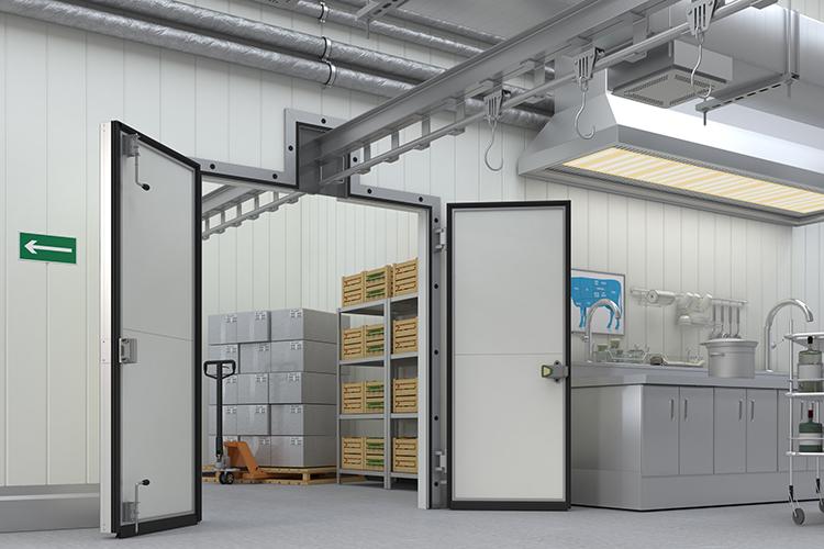 Окно под монорельсовый путь: новая опция для холодильных дверей